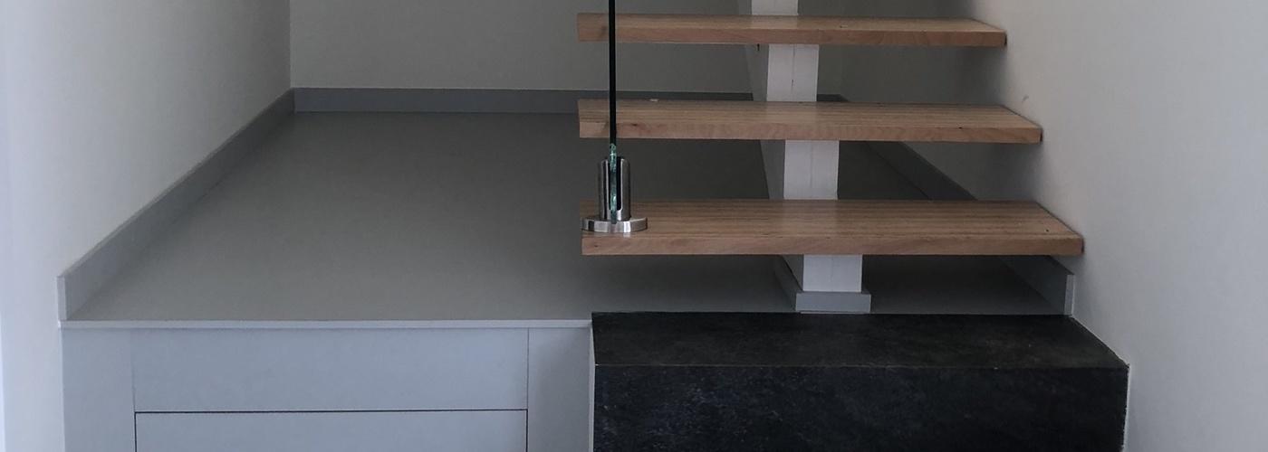 Escalera de madera y cristal
