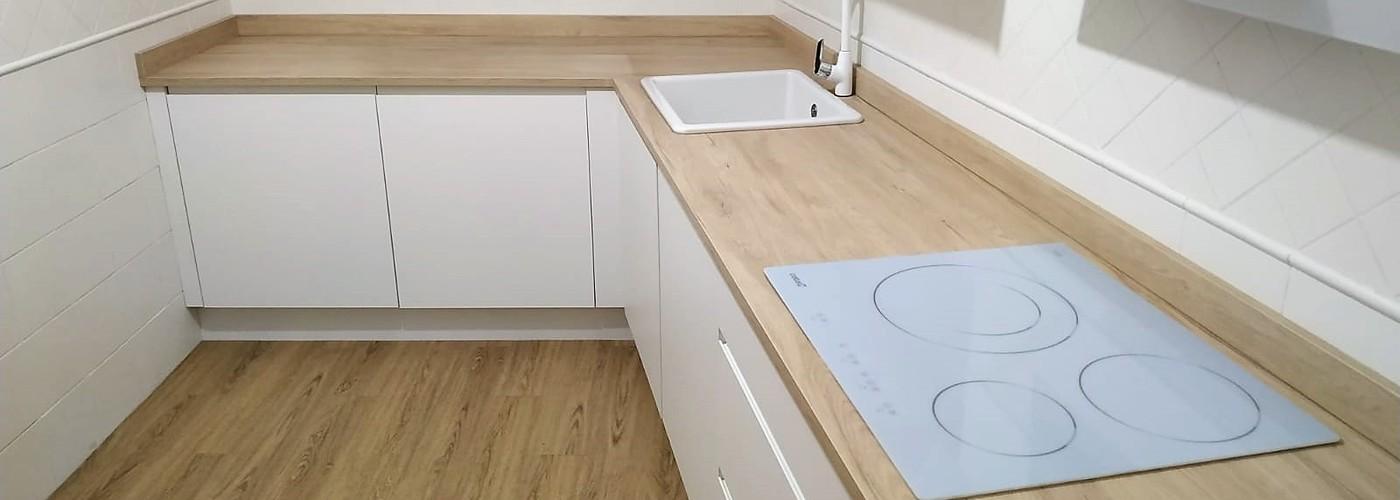 cocina nordica blanco y madera